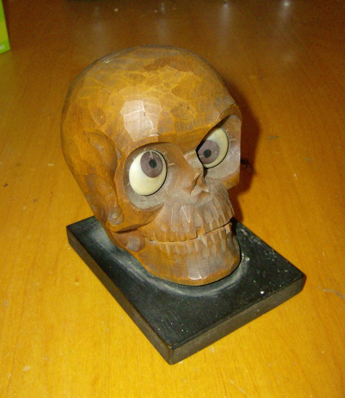 oswald wooden skull clock 1